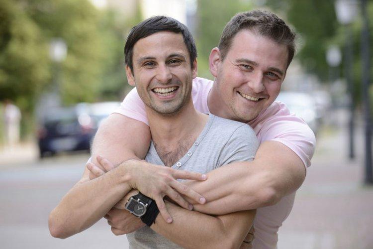 hetero zmuszony do seksu gejowskiego