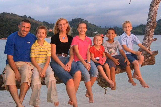 Rodzina Holtonów, aby obniżyć koszty życia wyjechała do taniej Panamy. Spłacili długi, opłaciło się.
