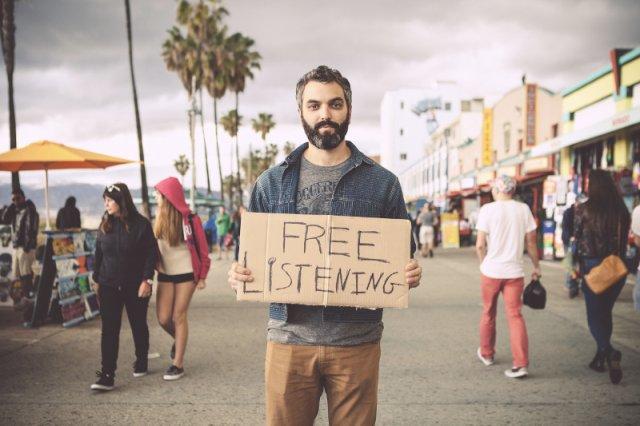 Urban Confessional to inicjatywa, która zrodziła się w głowie Benjamina Mathesa z Los Angeles. Akcja służy zacieśnianiu więzi społecznych, a także wspiera ludzi w redukowaniu codziennego stresu