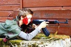 Obozy z bronią cieszą się sporą popularnością wśród dzieci