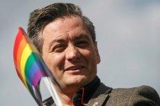 """O kim Robert Biedroń myślał mówiąc o """"głaszczących kota"""" politykach ukrywających homoseksualizm? Wszystko wskazuje na to, iż mówił o prezesie PiS Jarosławie Kaczyńskim."""