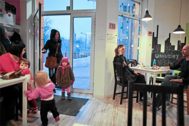 Skoro są lokale przystosowane do obsługi rodzin z dziećmi, jak ten w Łodzi, to dlaczego nie może być takich, które obsługują tylko osoby dorosłe?