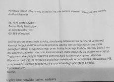 Posłanka Monika Wielichowska pokazała wzór pisma z żądaniem zakazania kobietom aborcji,które parafianie mają wysyłać do premier Szydło.