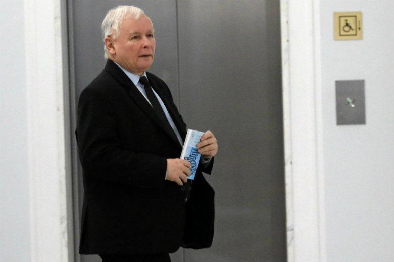 Ryszard Petru pokazał pismo, które dostał z Urzędu Skarbowego w sprawie deklaracji podatkowych Jarosława Kaczyńskiego.