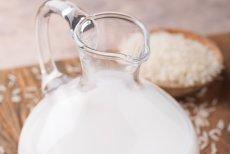Mleko ryżowe jest popularne w wielu modnych kawiarniach. Ale czy na pewno jest zdrowe?