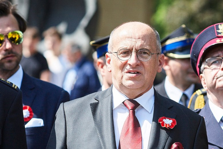 Wojewoda łódzki Zbigniew Rau nie przekazał swojej nagrody na Caritas. Z odpowiedzi na zapytanie posła Cezarego Tomczyka wynika, że nie zamierza tego zrobić.