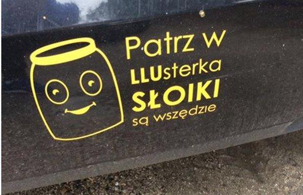 """""""Patrz w LLUsterka"""" – te nalepki mieszkańcy powiatu łukowskiego przyjeżdżający do Warszawy spotykają raz po raz."""