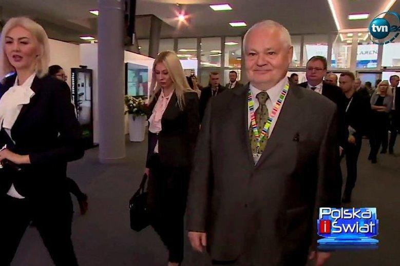 Martyna Wojciechowska, za nią Kamila Sukiennik, a obok prezes NBP Adam Glapiński. Zdjęcie pochodzi z kongresu w Jasionce.