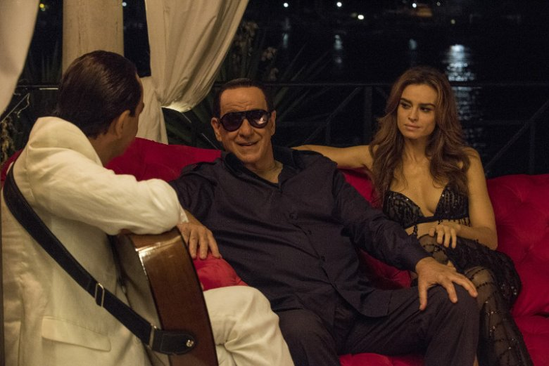 ''Oni'' to kolejny film Paolo Sorrentino. Prowokacyjny komediodramat bada fenomen Silvia Berlusconiego, byłego premiera Włoch. W jedną z ról wciela się polska aktorka, Kasia Smutniak