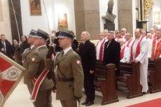 Awanse oficerskie dla księży za przymusową służbę wojskową w czasach PRL wręcza ekipa, która nie raz mówi o przywróceniu powszechnego poboru.
