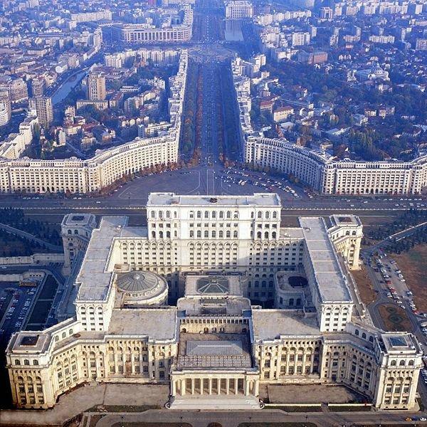 Bukareszt. Bulwar Uniri i Dom Ludu