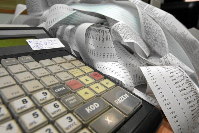 PiS zapowiadało uszczelnianie systemu podatkowego, ale z trudem się za to zabiera...
