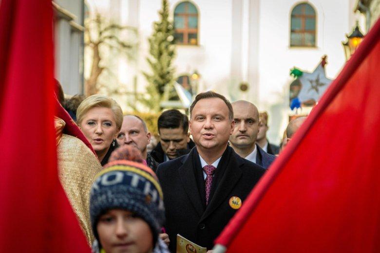 Andrzej Duda nie miał problemu z potępieniem ataku na 14-letnią Turczynkę w Warszawie. Jednak TVP miało problem z wyemitowaniem jego słów.