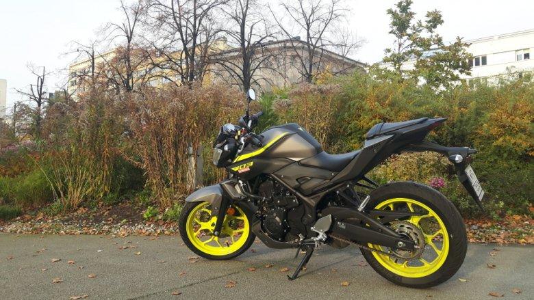 Obok tego motocykla trudno przejść obojętnie.