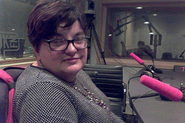Beata Świniarska doświadcza dyskryminacji osób z niepełnosprawnością ruchową na własnej skórze. Pełnosprawni ludzie bezrefleksyjnie tworzą bariery, które utrudniają życie osobom z niepełnosprawnością.