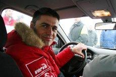 Krzysztof Hołowczyc radzi, jak bezpiecznie dojechać na święta Bożego Narodzenia w trudnych zimowych warunkach na drodze.