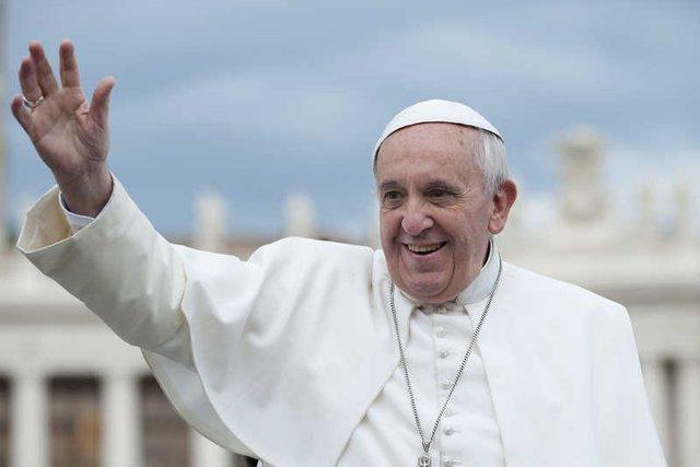 Na mszę odprawianą przez papieża w bazylice Świętego Piotra przyszły tłumy wiernych.