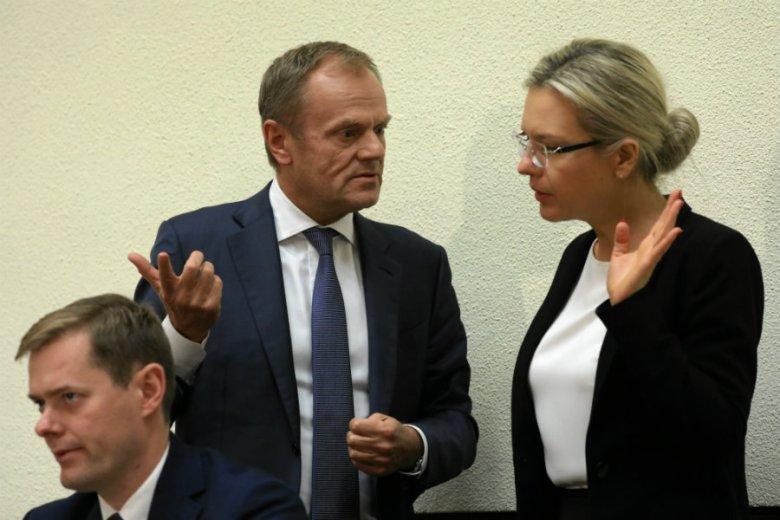 """Według dziennika """"Rzeczpospolita"""" Prawo i Sprawiedliwość zawiesiło ostatnie posiedzenie Sejmu ze względu na fiasko raportu ds. Amber Gold."""