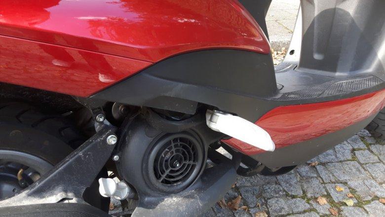 Mały silnik chłodzony powietrzem ma wystarczając moc na miasto.