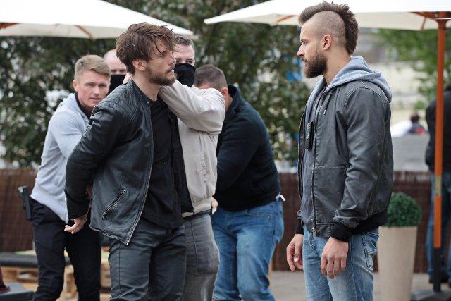 """Sebastian spotkał się na planie z Piotrem Stramowskim, wcielającym się w postać policjanta """"Majamiego""""."""