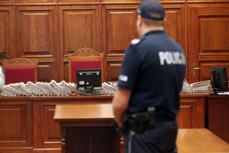 Policjanci chcieli wylegitymować sędzię na sali rozpraw.
