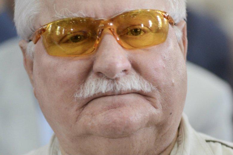 Wałęsa wrzucił na Facebooka zdjęcia z samolotu, którym leciał z Andrzejem Dudą na pogrzeb George'a Busha.