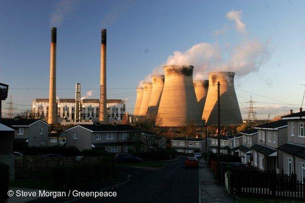 Brytyjska elektrownia węglowa Ferrybridge.