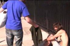 Greg Karber rozdaje ubrania Abercrombie & Fitch bezdomnym