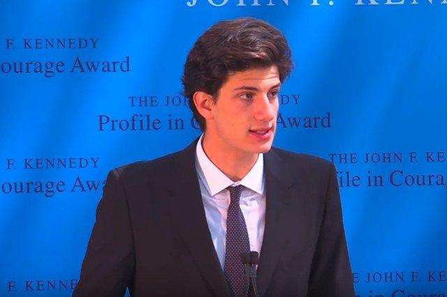 Jack Schlossberg - wnuczek Johna F. Kennedy'ego wzbudza duże zainteresowanie.