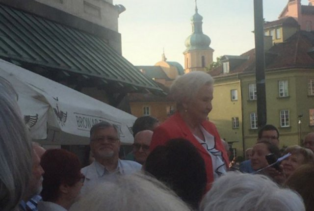 Prof. Łętowska wygłasza swój wykład o konstytucji na ulicy