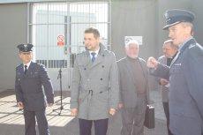 Związkowcy mówią, że ujawnili patologię w więzieniach i spotkała ich kara. Sugerują, że może to być zemsta urzędnika podległego ministrowi Jakiemu.