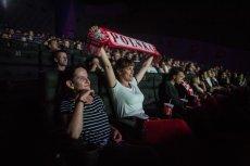 W kinach należących do sieci Multikino transmitowane są mecze Euro 2016. Na zdjęciu kibicie oglądający na dużym ekranie mecz Polska – Niemcy