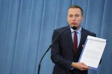 Krzysztof Brejza zapytał Mateusza Morawieckiego o liczbę ministrów. Na odpowiedź czeka miesiąc.