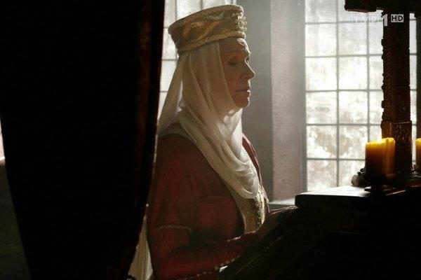 Scena, która budzi tyle kontrowersji, rozegrała sięna samym początku pierwszego odcinka serialu.