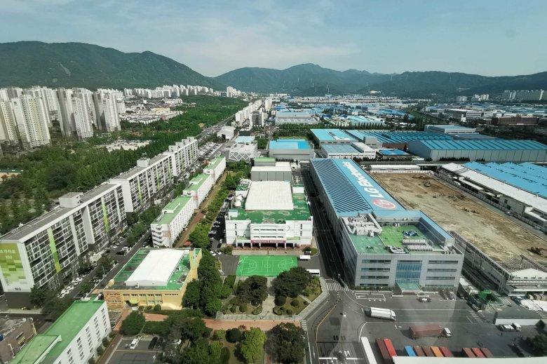 Zakłady w Changwon z lotu ptaka. Wykonywanie zdjęć z mniejszej odległości jest zabronione.