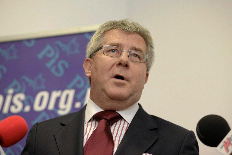 """Europoseł Prawa i Sprawiedliwości Ryszard Czarnecki na jednym spotkaniu z Władimirem Putinem. """"Nie podałem mu ręki"""" - przekonuje."""