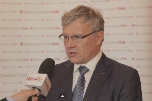 Wojciech Warski, prezes Softex Data - jego informatyczna firma pracowała dla  Pekao SA, Tauronu, Lotto czy fabryki opon Dębica. Na rządowych zleceniodawcach nie zostawia suchej nitki.