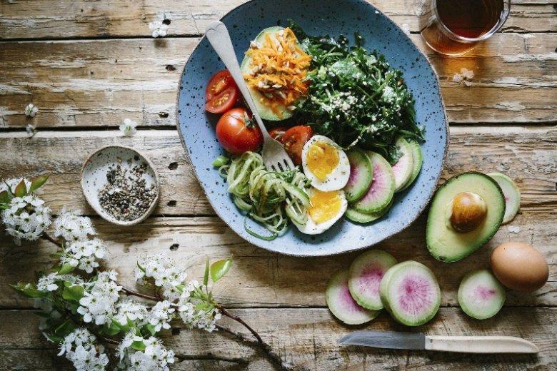 W mindful eating nie bez znaczenia jest również wygląd potraw. Chętniej rozkoszujemy się daniem, które jest ucztą także dla oczu