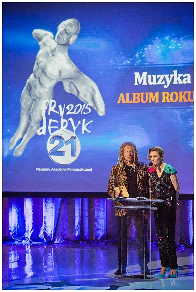 Reni Jusis była pierwszym z wielu artystów, którzy wykrzyczeli 23 kwietnia br. podczas gali Fryderyk 2015, na antenie telewizyjnej Dwójki, postulaty polskich twórców kultury, sprzeciwiając się nieczystej grze koncernów elektronicznych.