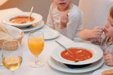 Nawet kieliszek wina wypity podczas kolacji w restauracji, do której udaliśmy się z dzieckiem, w razie wypadku, może być wykorzystany przeciwko rodzicom.