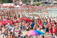 Rumuńskie plaże pękają w szwach. To na nie uciekli turyści, którzy dotąd wybierali Tunezję, Egipt, Turcję, czy Grecję.