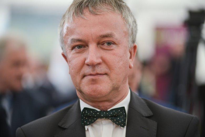 """Prezydent Ostrołęki Janusz Kotowski zaprzecza, jakoby wpływał na repertuar kina """"Jantar""""."""