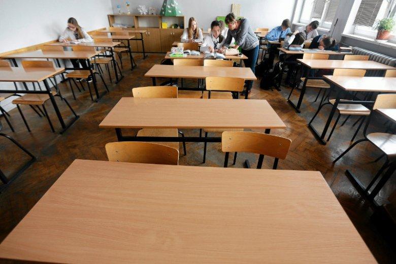Szkolne ławki znowu mogą być puste.