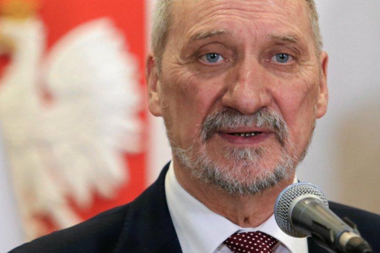 Antoniego Macierewicza miałby zastąpić Mariusz Błaszczak - podaje dziennikarz Radia Zet.