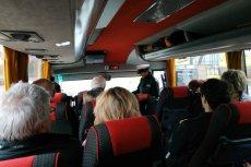 Inspekcja Transportu Drogowego sprawdzała autokar z Lublina, którym do Warszawy jechali uczestnicy Marszu Tysiąca Tóg.