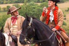 Josh Gad (z lewej) gra pierwszą gejowską postać w historii filmów Disneya.