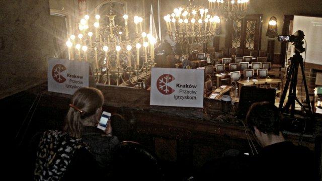 Wczorajsza sesja Rady Miejskiej Krakowa - balkon dla publiczności.