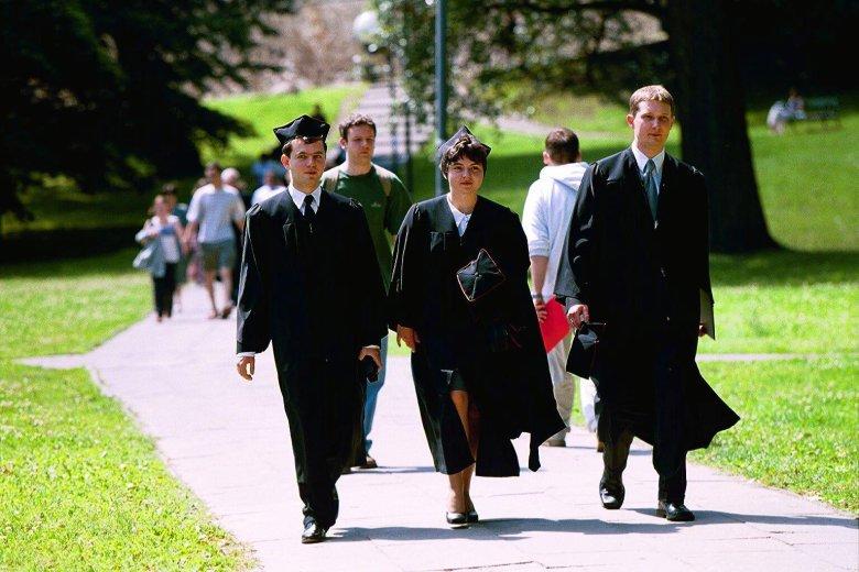Studenci Uniwersytetu Warszawskiego w 2001 roku.
