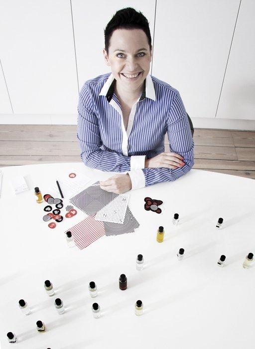 Marta Siembab to jedyny w Polsce senselier i niezależny trener zapachowy. Jest prekursorką w dziedzinie wykorzystania zapachu w projektowaniu przestrzeni.
