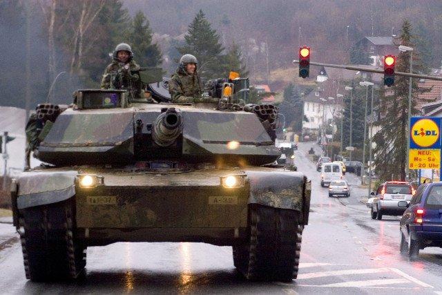 Radosław Sikorski chce, by amerykańskie czołgi mogły swobodnie jeździć po Unii Europejskiej